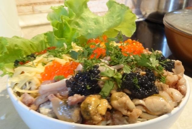 Салат из кальмаров и крабовых палочек рецепт с пошагово