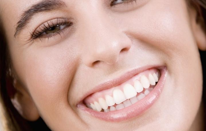 Как отбелить зубы в стоматологии