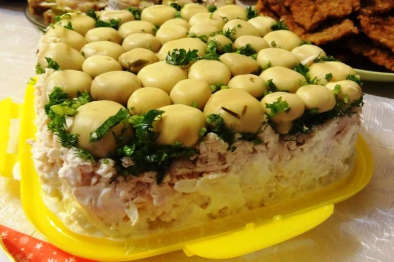 грибной салат с шампиньонами фото